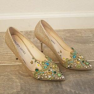 Gold pumps 4in heels